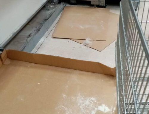 Effetto coronavirus: scaffali di farina vuoti al supermercato