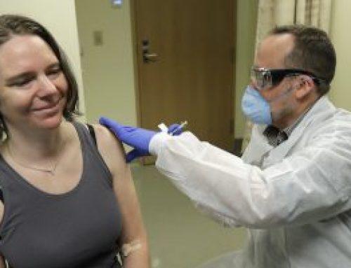 La prima persona negli Stati Uniti riceve il vaccino sperimentale per coronavirus
