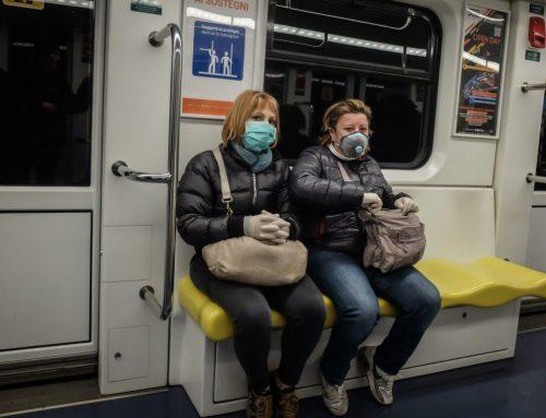 Coronavirus, in Lombardia obbligo di proteggersi con mascherine o sciarpe quando si esce di casa
