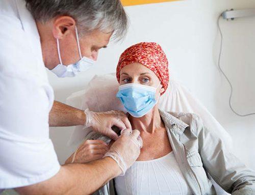 Appello oncologi, il rinvio del richiamo mette a rischio i fragili